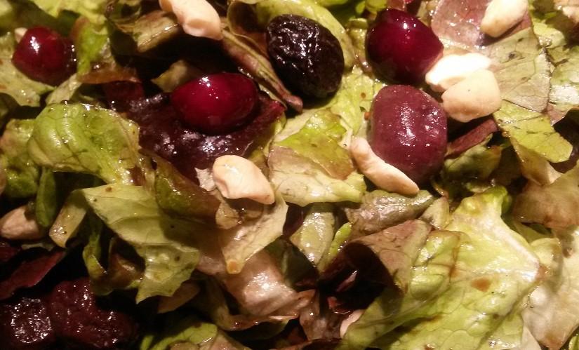Ich liebe fruchtige Salate mit Nüssen und Früchten